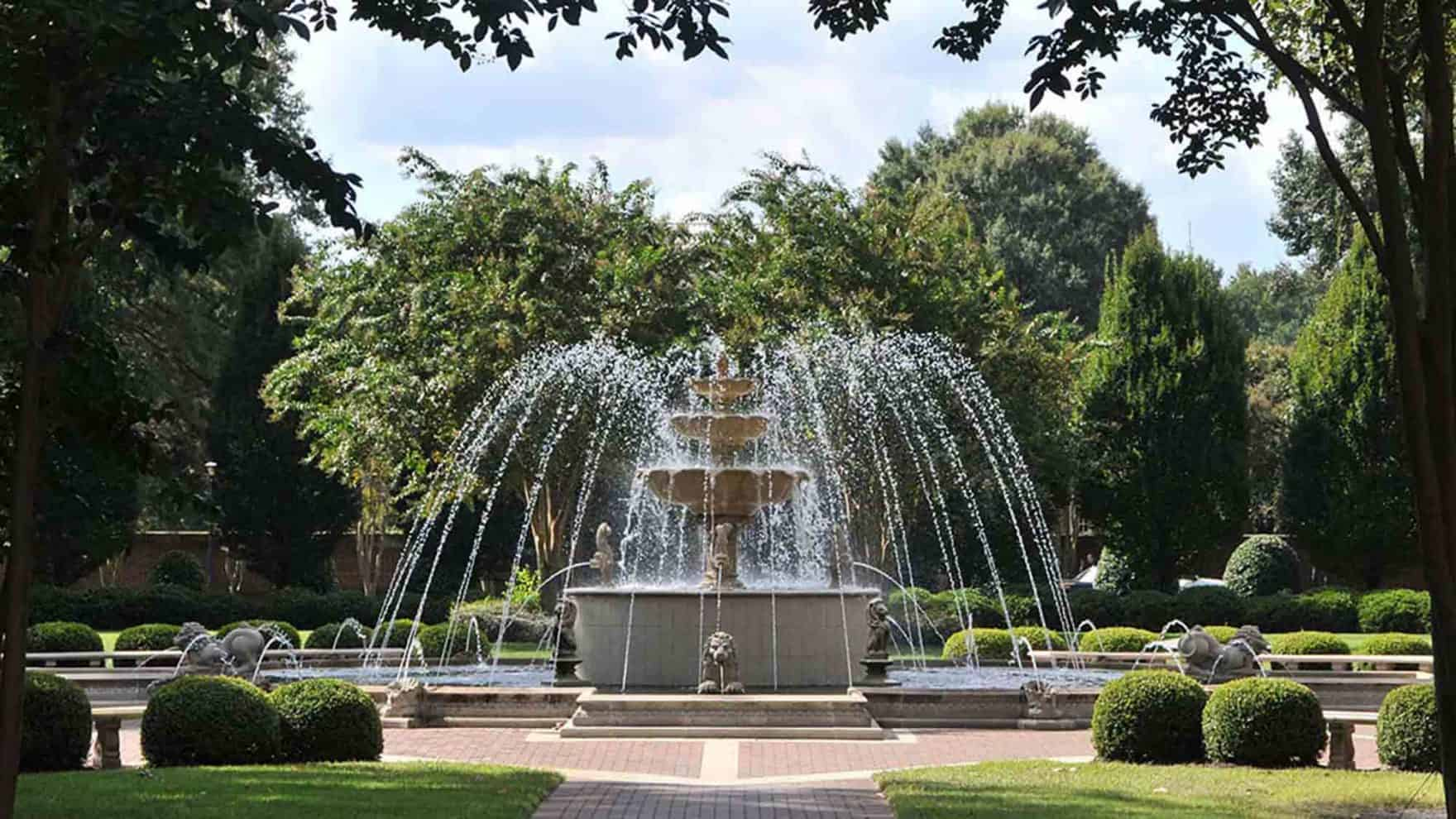 The fountain at Regent, an accredited Christian university that offers programs online and in Virginia Beach.